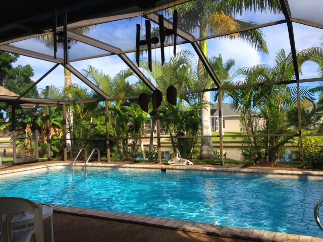 Tropical vacation home rentals cape haven villa rental for Lanai garden designs